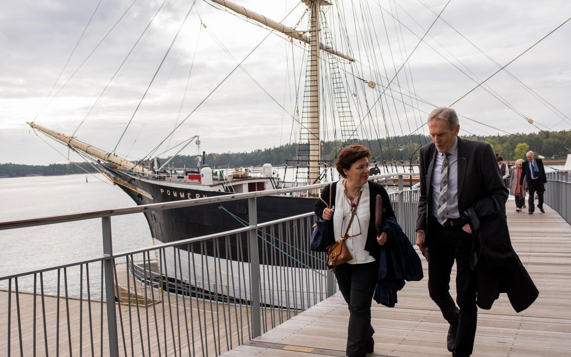 Två personer på bron från Pommern